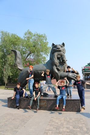 フォトブック『超特急×シベリア-この出会いは忘れない-〜スパシーバでハラショーなシベリア超特急の車窓から〜』場面写真 (okmusic UP's)