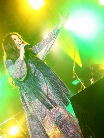 アルバム発売日恒例のフリーライヴを開催したSuperfly (c)Listen Japan