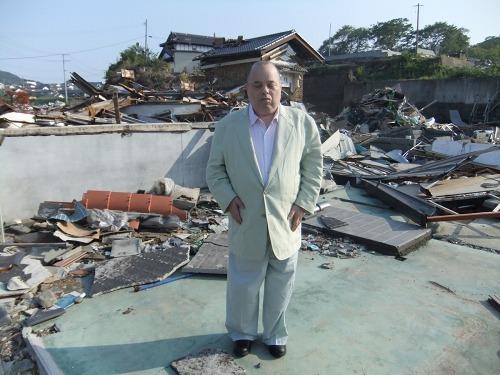 被災地 大船渡を訪れた新垣勉 (c)Listen Japan