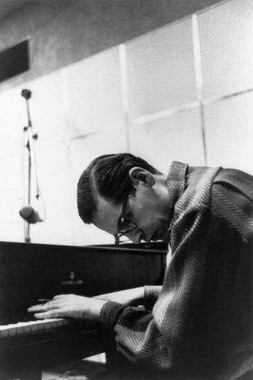 演奏家、作曲家として多くの名曲を残したビル・エヴァンス (c)Listen Japan