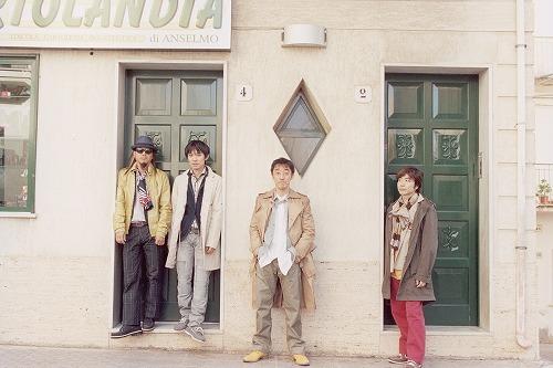 恒例の夏のライブイベント『SPITZ 2011 SUMMER』を開催すると発表したスピッツ (c)Listen Japan