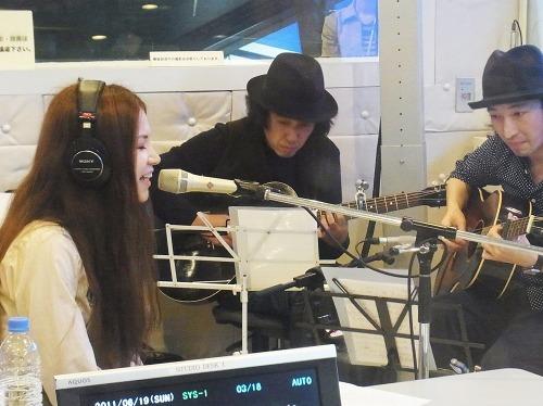 TOKYO FM渋谷スペイン坂スタジオに登場したSuperfly (c)Listen Japan