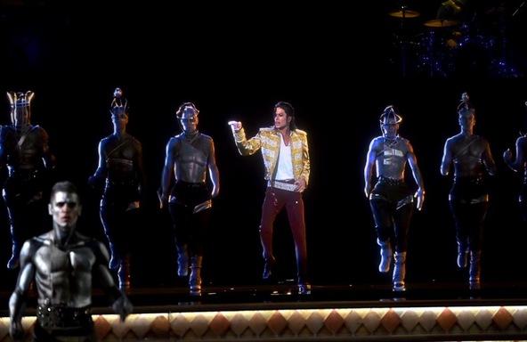 マイケル・ジャクソンが最新ホログラムで復活! (okmusic UP\'s)