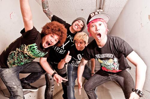 初のワンマンライブを渋谷CLUB QUATTROで開催する難波章浩 (c)Listen Japan