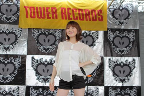 スペシャルイベントをタワレコ新宿店屋上にて開催したMay'n photo by kamiiisaka hajime (c)ListenJapan