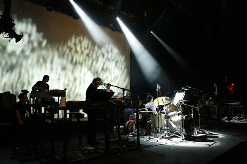 YELLOW MAGIC ORCHESTRA<ウォーフィールド>での公演模様 (c)Listen Japan