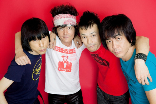 ニュー・シングルをリリースするザ・クロマニヨンズ (c)Listen Japan