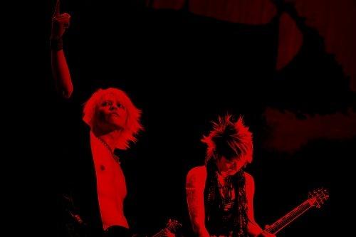 昨年のチリ公演を収録したライヴDVDをリリースするVAMPS (c)Listen Japan