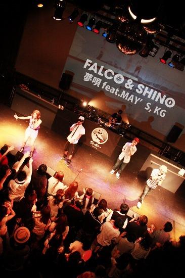 大阪出身の2MC、FALCO&SHINOがデビュー曲をライヴ初披露 (c)Listen Japan