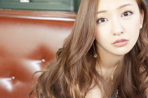 """板野友美、2ndシングル「ふいに」では""""ふいに顔""""に注目 (c)Listen Japan"""