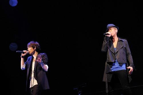 33thシングル発売と初ソロツアー開催を発表したCHEMISTRY (c)Listen Japan
