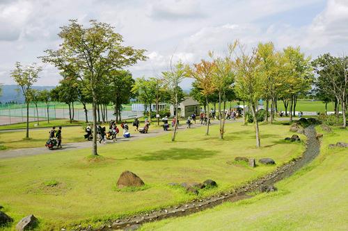 オールナイトの野外イベントとしては理想的な『TAICOCLUB camps'11』の会場ニュー・グリーンピア津南 (c)Listen Japan