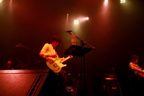 4月23日に新木場STUDIO COASTで圧巻のライブパフォーマンス披露したGRAPEVINE (c)Listen Japan