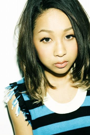 ベストアルバム『SINGLES BEST』をリリースする青山テルマ (c)Listen Japan