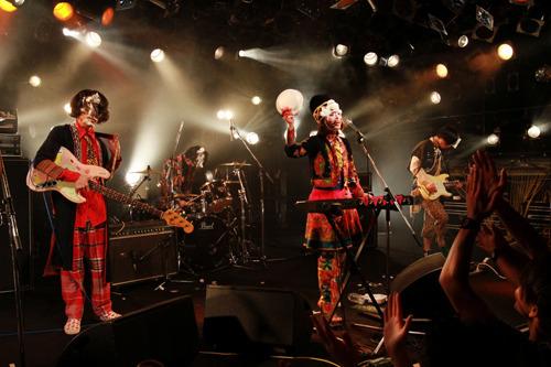 初のワンマンライブを渋谷CLUB QUATTROで開催したふくろうず (c)Listen Japan