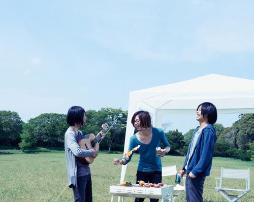 『JOIN ALIVE』へ波多野裕文(Vo/G)による弾き語りで出演するPeople In The Box (c)Listen Japan