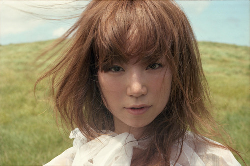 ニューシングル「Hello !」を発売に先駆け着うた配信するYUKI (c)Listen Japan