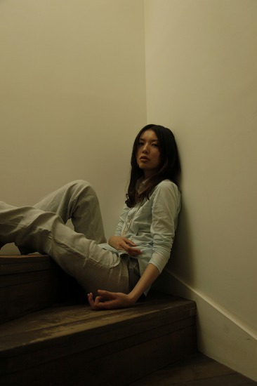 NHKドラマ『胡桃の部屋』EDテーマを担当する阿部芙蓉美 (c)Listen Japan