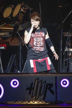 『T.M.R. LIVE REVOLUTION'16-'17 -Route 20-』@日本武道館 (okmusic UP's)