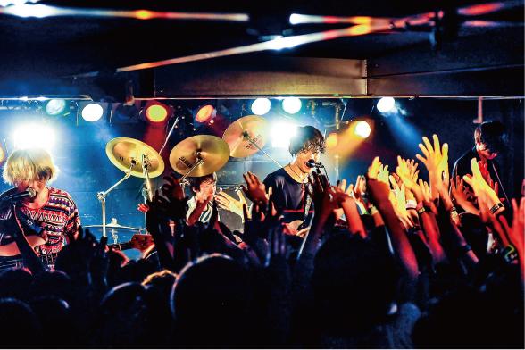 THE ORAL CIGARETTES、地元奈良にて初のワンマンショー! - 音楽ニュース ポピ