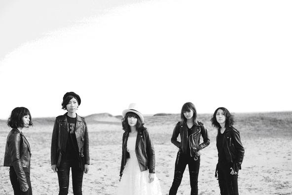 Drop's [L→R] 奥山レイカ(Dr)・石橋わか乃(Key)・中野ミホ(Vo&G)・荒谷朋美(G)・小田満美子(B) (okmusic UP's)