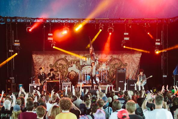 VAMPSが6月14日、「DOWNLOAD FESTIVAL」で熱演! (okmusic UP\'s)