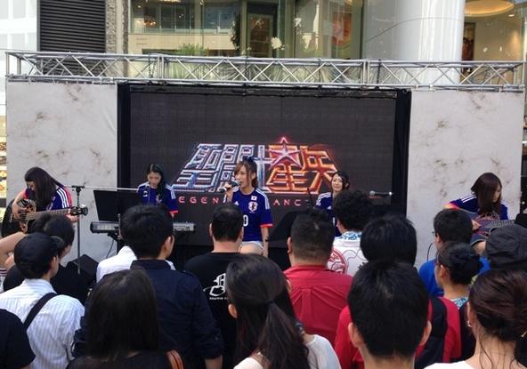 Cyntiaが渋谷・公園通りに面した渋谷PARCO PART1前広場でパフォーマンス (okmusic UP's)
