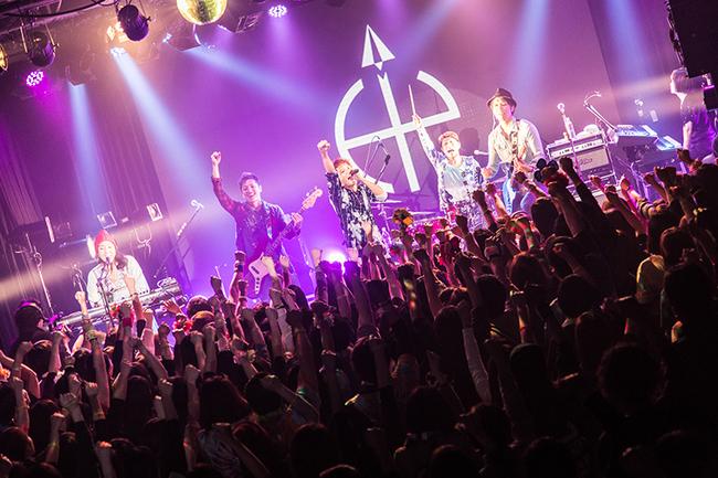 HY、日本工学院専門学校でのリリースパーティーに上白石萌音がサプライズ出演!