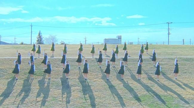 欅坂46、グループの歴史を振り返る「W-KEYAKIZAKAの詩」MV公開