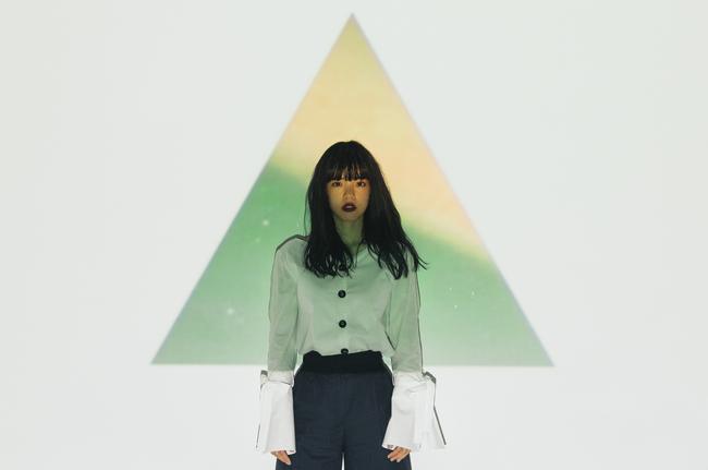 あいみょん、2ndシングル「愛を伝えたいだとか」のワンカメ、ワンカット、ノー編集MV完成