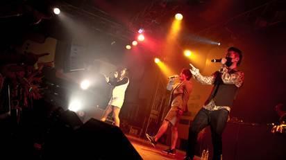 GASHIMAはマスクを着けてライブを実施 (okmusic UP's)