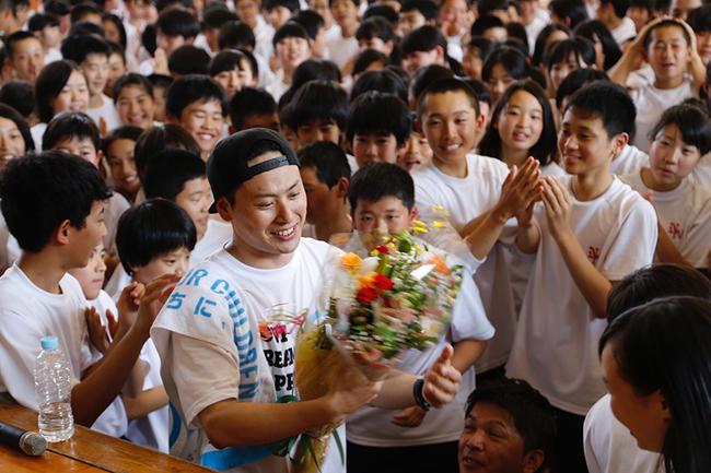 三代目J Soul Brothers・山下健二郎、母校で夢の課外授業