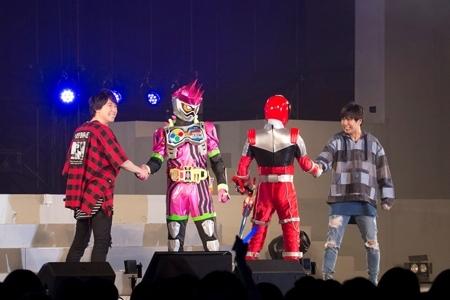 鈴村健一&神谷浩史と対面を果たした、仮面ライダーエグゼイドとシシレッド(宇宙戦隊キュウレンジャー)