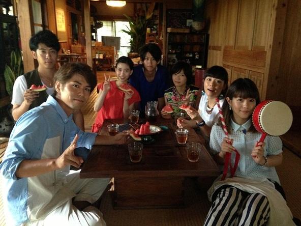 キャスト&7!!メンバー集合写真 (左から、7!! MICHIRU(Gt)、7!! KEITA(Ba)、森川葵、鈴木勝大、相楽樹、7!! MAIKO(Dr)、7!! NANAE(Vo)) (okmusic UP's)