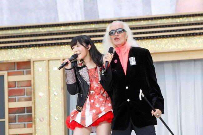 HKT48アリーナツアー「可愛い子にはもっと旅をさせよ」に内田裕也がサプライズ出演