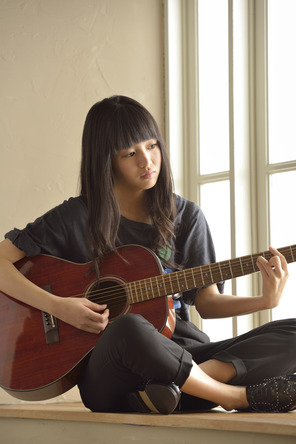 現在注目度急上昇の18歳のシンガーソングライター、藤原さくら (okmusic UP's)