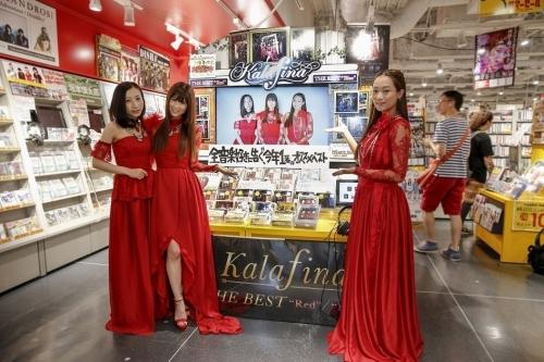 タワーレコード渋谷店の店頭展開前に足を運んだKalafinaの3人