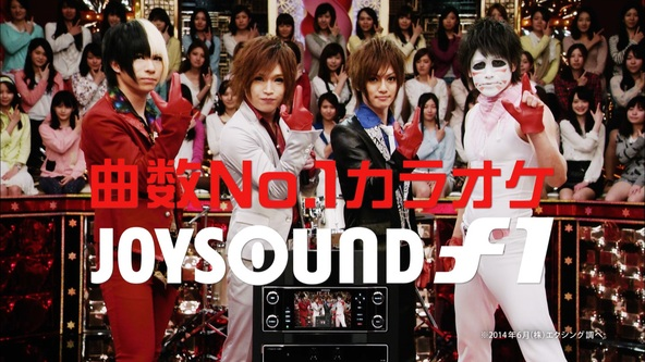 メンバー全員で「JOYSOUND」の決めポーズ (okmusic UP's)