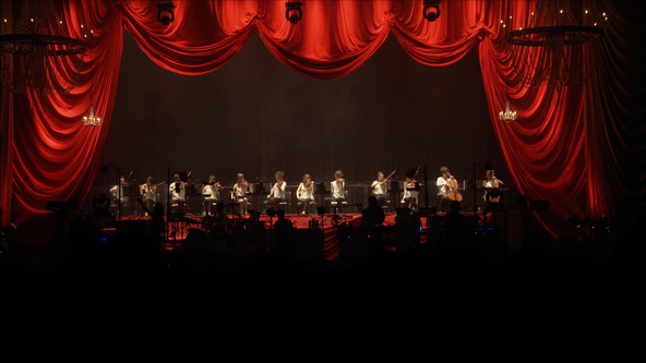 『Live Tour THE SHOW MUST GO ON  Final At BUDOKAN  May 31, 2014』より (okmusic UP's)