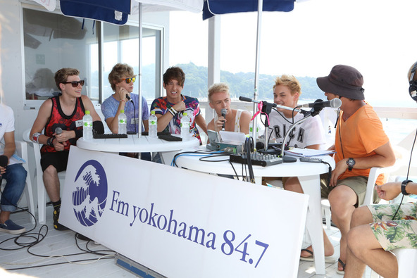 After Romeo、FMヨコハマ「FamilyMart collection PRESENTS CATCH OF SUMMER」の公開生放送に出演。 (okmusic UP's)