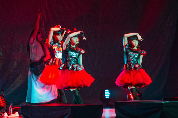 『LADY GAGA'S artRAVE: the ARTPOP ball Support Act:BABYMETAL』 (okmusic UP's)