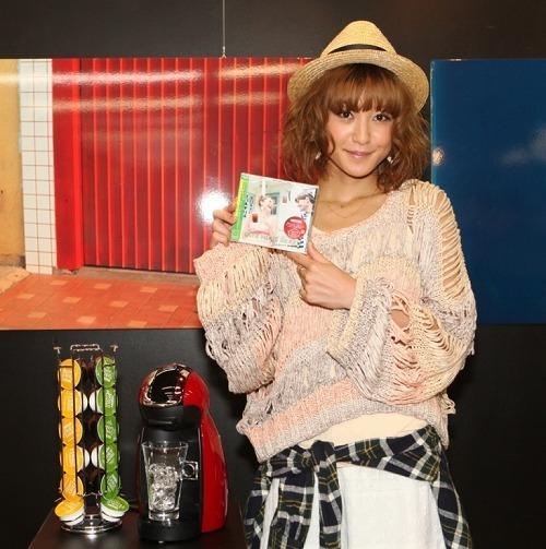 人気ボサノヴァコンピ発売記念イベントに西山茉希が登場