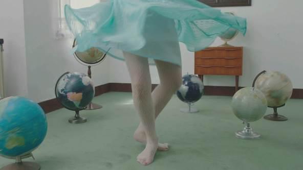 「ありきたりな女」MVより (okmusic UP's)