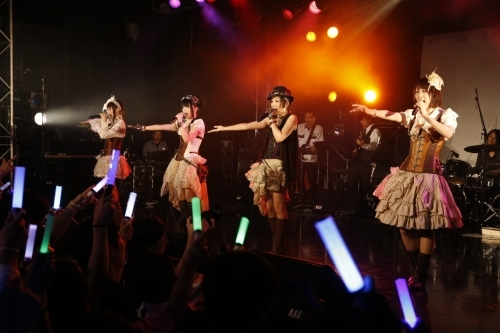 "sweet ARMSプレミアムLIVE""TRIGGER~the Sing-le Action~""の模様"