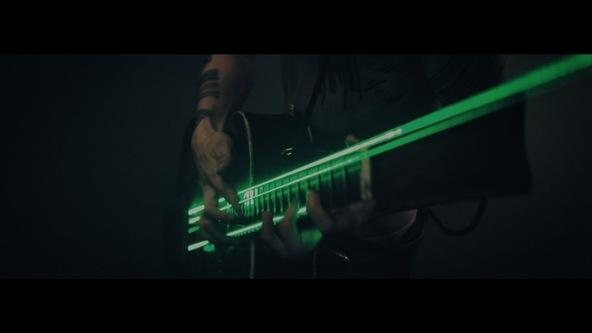 「Mi Amor」MVより (okmusic UP's)