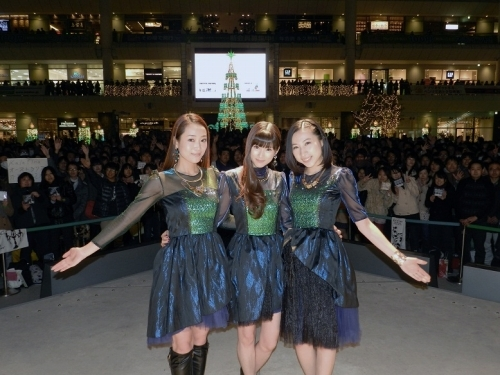 ラゾーナ川崎プラザでニューシングル「believe」発売記念イベントを開催したKalafina