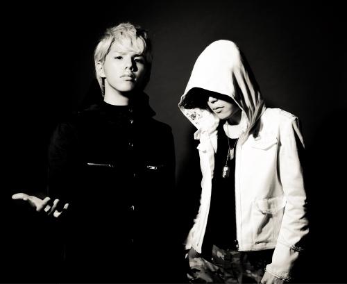 """ロックバンド""""MY FIRST STORY""""のボーカルHiro(左)と、ナノ (okmusic UP\'s)"""