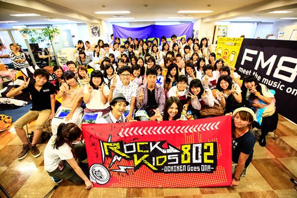阿部真央、FM802の公開収録で高校生の悩みを解決! (okmusic UP\'s)