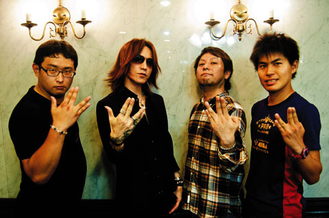 SUGIZO(LUNA SEA/X JAPAN/JUNO REACTOR)&HAL/M高史/ゴンゾー応援記念写真 (okmusic UP\'s)