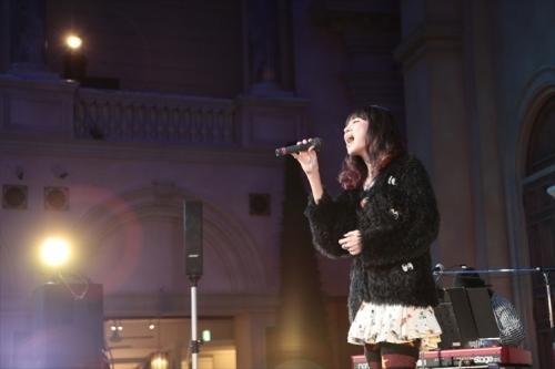お台場ヴィーナスフォート 2F教会広場にてスペシャルミニライブを開催したLiSA